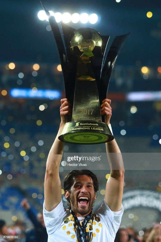 Omar Gonzalez of Pachuca lifts the trophy to celebrate after winning the Final second leg match between Pachuca and Tigres UANL as part of the CONCACAF Champions League 2016/17 at Hidalgo Stadium on April 26, 2017 in Monterrey, Mexico.