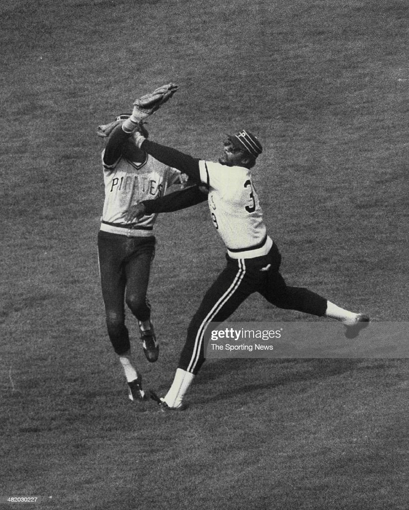 Omar Moreno of the Pittsburgh Pirates tries to catch a fly ball circa 1970s