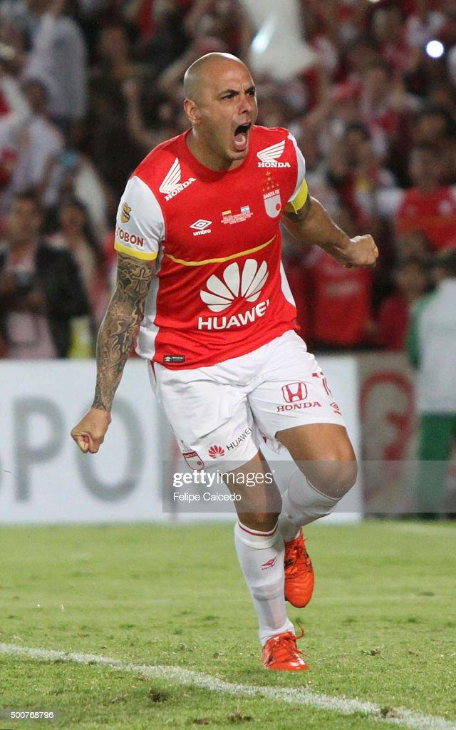 Omar Perez of Independiente Santa Fe celebrates after winning a second leg final match between Independiente Santa Fe and Huracan as part of Copa...