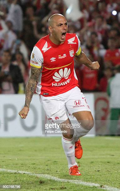 Omar Perez of Independiente Santa Fe celebrates after winning a second leg final match between Independiente Santa Fe and Huracan as part of Copa...