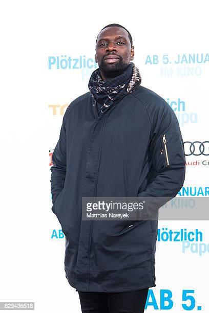 Omar Sy attends the German premiere of the film 'Ploetzlich Papa' at Zoo Palast on December 12 2016 in Berlin Germany