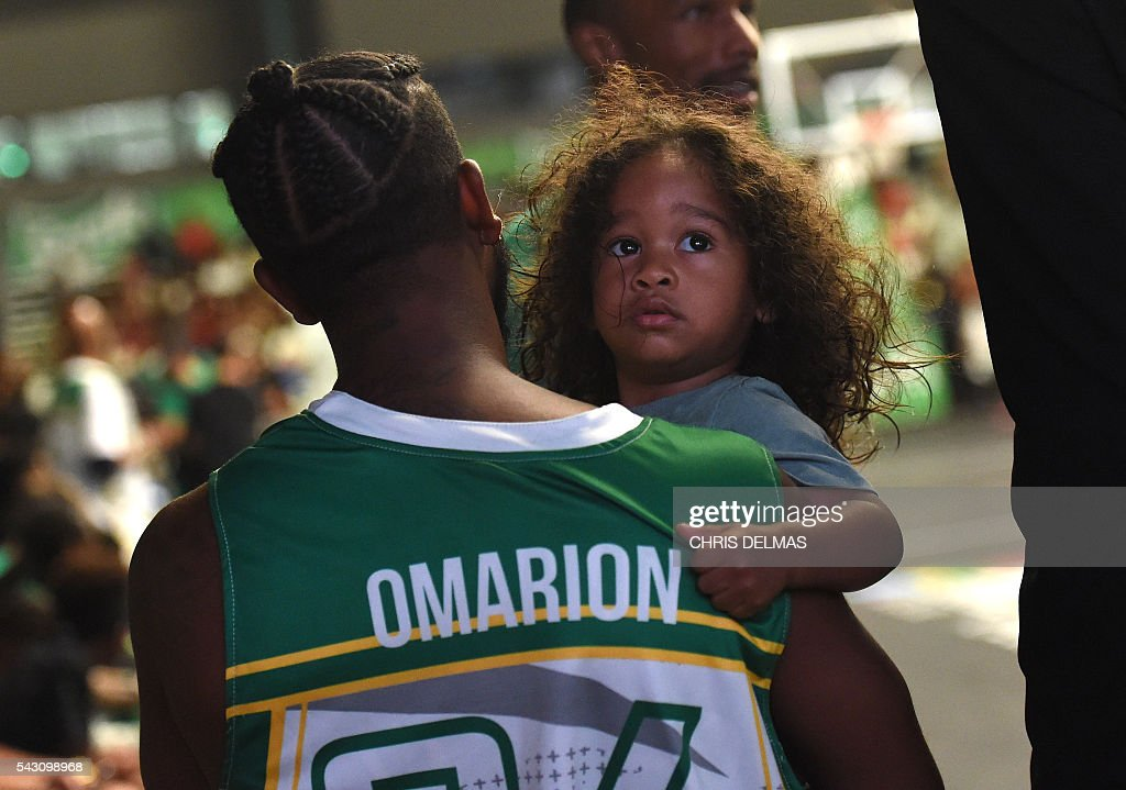Omarion and daughter attend the Celebrity Basketball Game at BET Experience at the Convention Center in Los Angeles, on June 25, 2016. / AFP / CHRIS