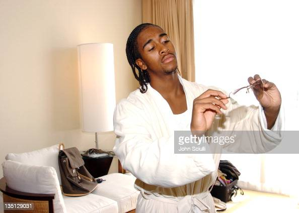 Omarion Houston prepares for the 2004 MTV Video Music Awards