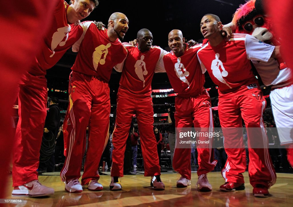Omer Asik #3, <a gi-track='captionPersonalityLinkClicked' href=/galleries/search?phrase=Carlos+Boozer&family=editorial&specificpeople=201638 ng-click='$event.stopPropagation()'>Carlos Boozer</a> #5, Loul Deng #9, <a gi-track='captionPersonalityLinkClicked' href=/galleries/search?phrase=Keith+Bogans&family=editorial&specificpeople=202483 ng-click='$event.stopPropagation()'>Keith Bogans</a> #6 and Derrick Rose #1 of the Chicago Bulls gather in a huddle after player introductions before a game against the Orlando Magic at the United Center on December 1, 2010 in Chicago, Illinois.