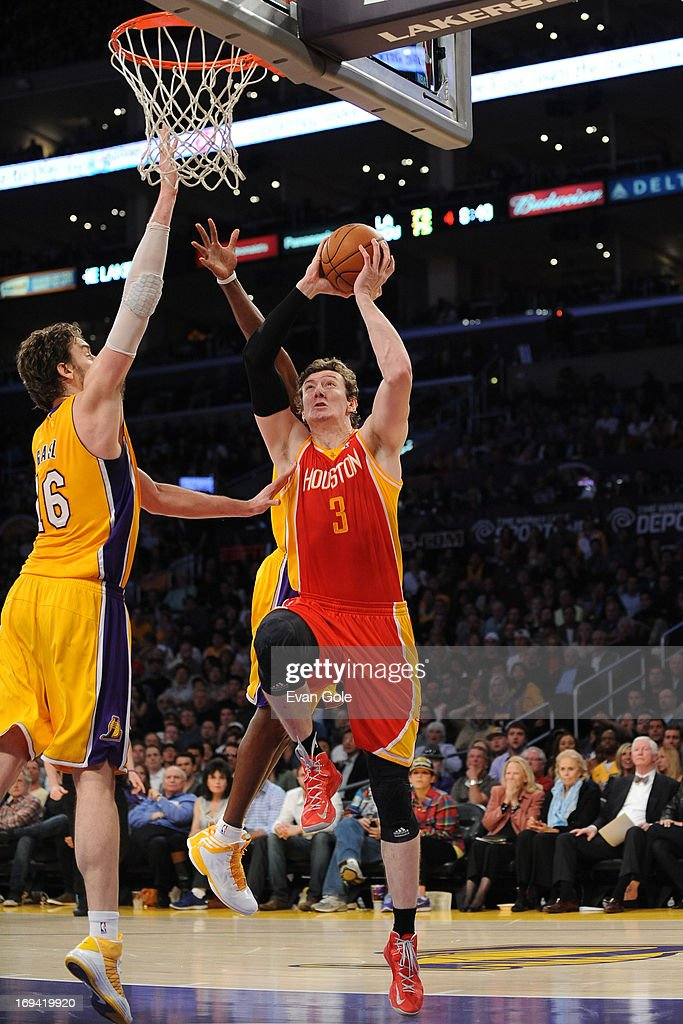 <a gi-track='captionPersonalityLinkClicked' href=/galleries/search?phrase=Omer+Asik&family=editorial&specificpeople=4946055 ng-click='$event.stopPropagation()'>Omer Asik</a> #3 of the Houston Rockets drives to the basket against the Los Angeles Lakers at Staples Center on April 17, 2013 in Los Angeles, California.