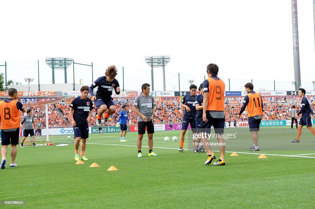 Omiya Ardija players warm up prior to the J.League match between Omiya and Vissel Kobe at the Nack 5 Stadium Omiya on May 29, 2016 in Saitama, Japan.