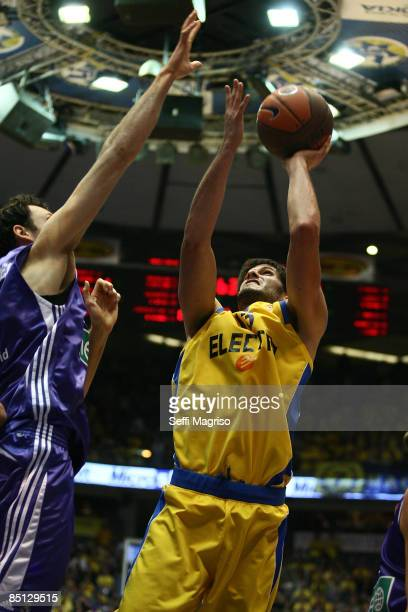 Omri Casspi #13 of Maccabi Electra in action during the Euroleague Basketball Last 16 Game 4 match between Maccabi Electra Tel Aviv v Real Madrid on...