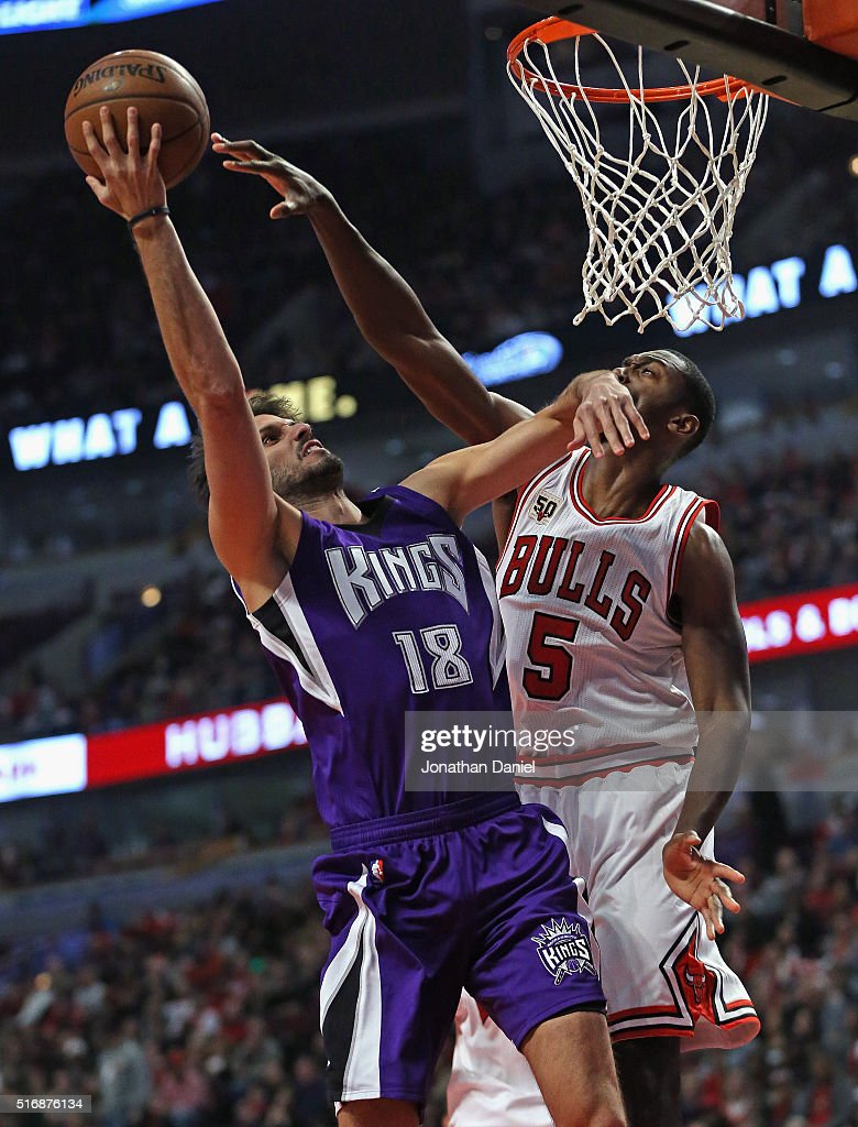 Omri Casspi #18 of the Sacramento Kings hits Bobby Portis #5 of the Chicago Bulls in the face as he goes up for a shot at the United Center on March 21, 2016 in Chicago, Illinois.