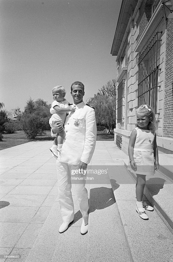 On July 24, 1969 in Outside, in Madrid, Spain, JUAN CARLOS portrait, smiling, Prince of Spain and became the official successor of Franco, with two of his children.