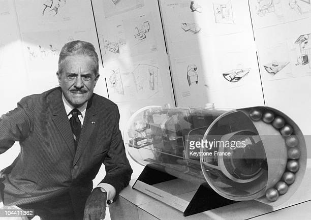 On October 7 1970 at the ORTF the American industrial designer of French origin Raymond LOEWY posed before one of his scale model space rockets...