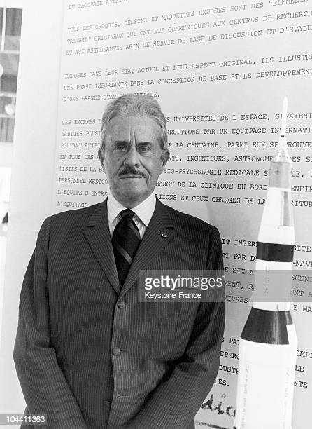 On October 7 1970 at the ORTF the American industrial designer of French origin Raymond LOEWY posed before one of his scalemodel rockets destined for...
