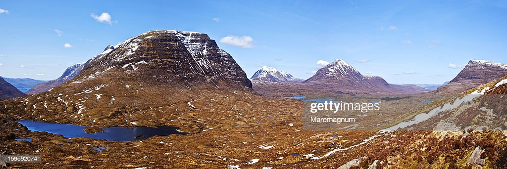 On the trail to the Beinn Eighe mountain : Stock Photo