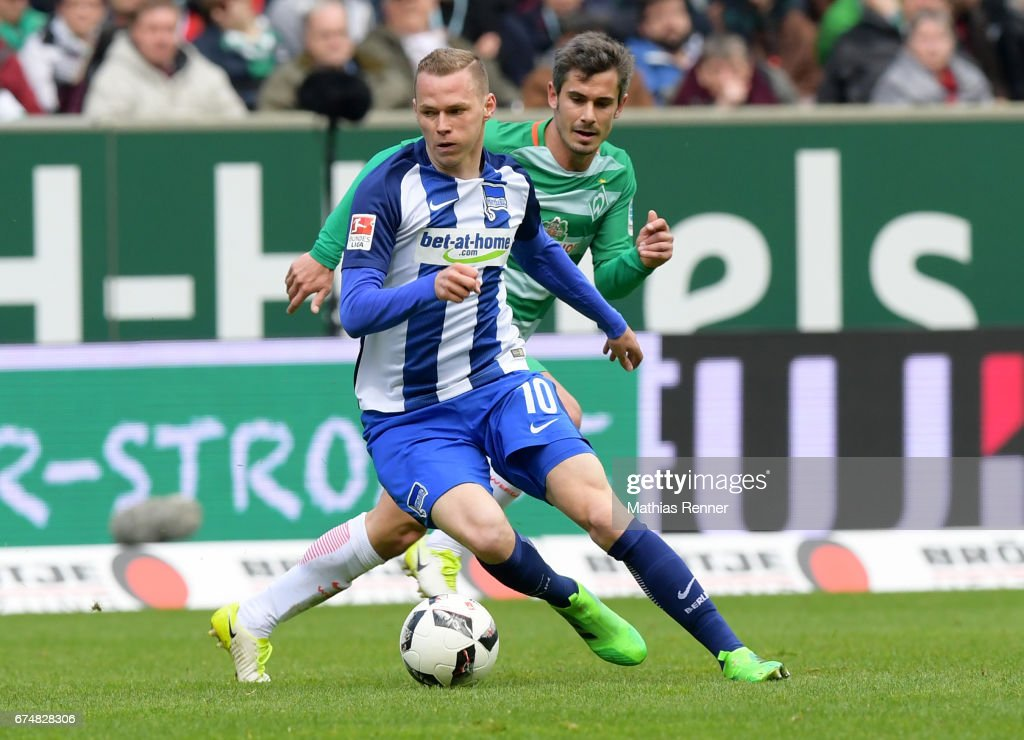 Ondrej Duda of Hertha BSC and Fin Bartels of Werder Bremen during the game between Werder Bremen and Hertha BSC on April 29, 2017 in Bremen, Germany.