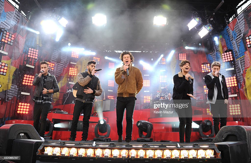 <a gi-track='captionPersonalityLinkClicked' href=/galleries/search?phrase=One+Direction+-+Boy+Band&family=editorial&specificpeople=7380629 ng-click='$event.stopPropagation()'>One Direction</a> performs on ABC's 'Good Morning America' at Rumsey Playfield, Central Park on November 26, 2013 in New York City.