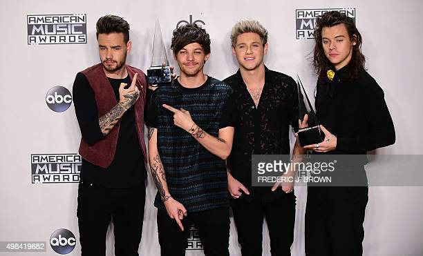 One Direction pose with their award at the 2015 American Music Awards in Los Angeles California on November 22 2015 AFP PHOTO / FREDERIC J BROWN