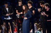 One Direction presents an award to Selena Gomez onstage during the 2013 MTV Video Music Awards at the Barclays Center on August 25 2013 in the...