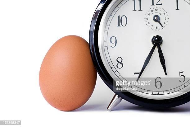 Ein Ei und eine Uhr