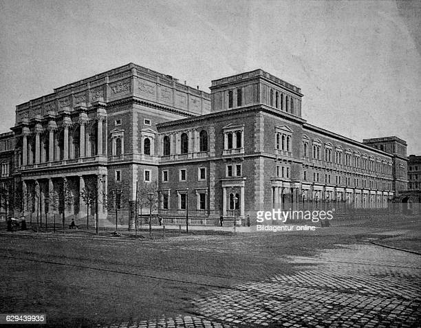 One of the first halftones the stock exchange in vienna austria 1880