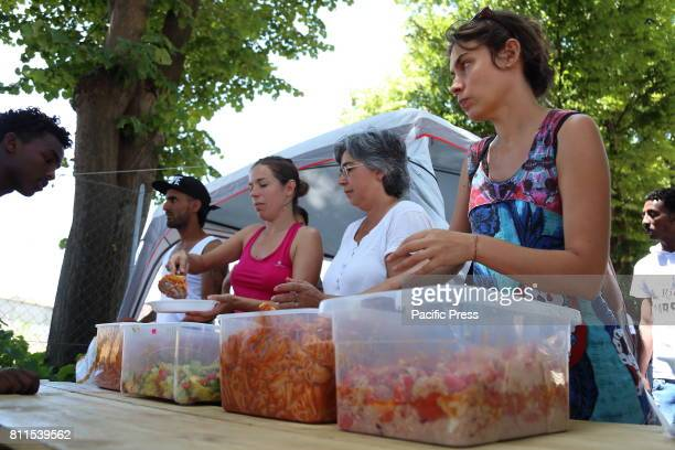 VIA CHIAROMONTE ROMA ITALY One of the lunches that the volunteers of the Baobab Experience Association organize in the hot Roman summer for almost...