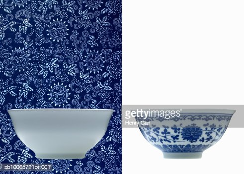 One white and one blue porcelain bowl (opposite backgrounds) : Stockfoto