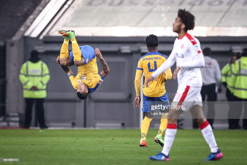 Onel Hernandez of Braunschweig (L) celebrates after scoring a goal to make it 1-2 during the Second Bundesliga match between Fortuna Duesseldorf and Eintracht Braunschweig at Esprit-Arena on March 13, 2017 in Duesseldorf, Germany.