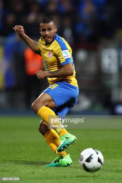 Onel Hernandez of Braunschweig in action during the Second Bundesliga match between Eintracht Braunschweig and 1 FC Union Berlin at Eintracht Stadion...