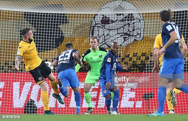 Onel Hernandez of Braunschweig scores the first goal during the Second Bundesliga match between SG Dynamo Dresden and Eintracht Braunschweig at...
