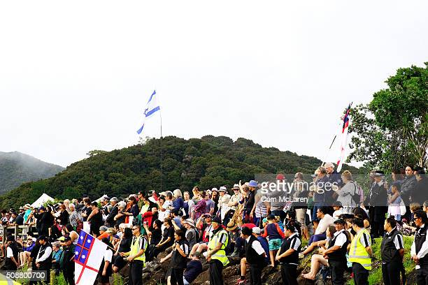 Onlookers welcome in the Waka on February 6 2016 in Waitangi New Zealand The Waitangi Day national holiday celebrates the signing of the treaty of...