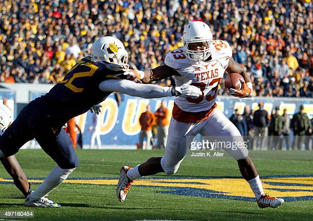 Onta Foreman of the Texas Longhorns rushes against Jarrod Harper of the West Virginia Mountaineers in the second half during the game on November 14...