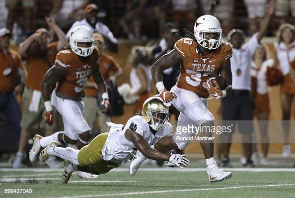 Onta Foreman of the Texas Longhorns rushes for a 19yard touchdown during the fourth quarter against the Notre Dame Fighting Irish at Darrell K...