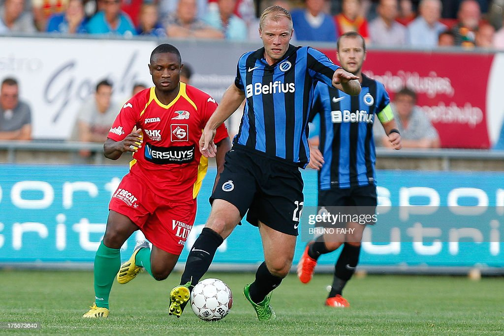 Oostende's Sebastien Siani (L) and Club's Eidur Gudjohnsen fight for the ball during the Jupiler Pro League match between KV Oostende and Club Brugge, in Oostende August 4, 2013 during the Belgian football championships.