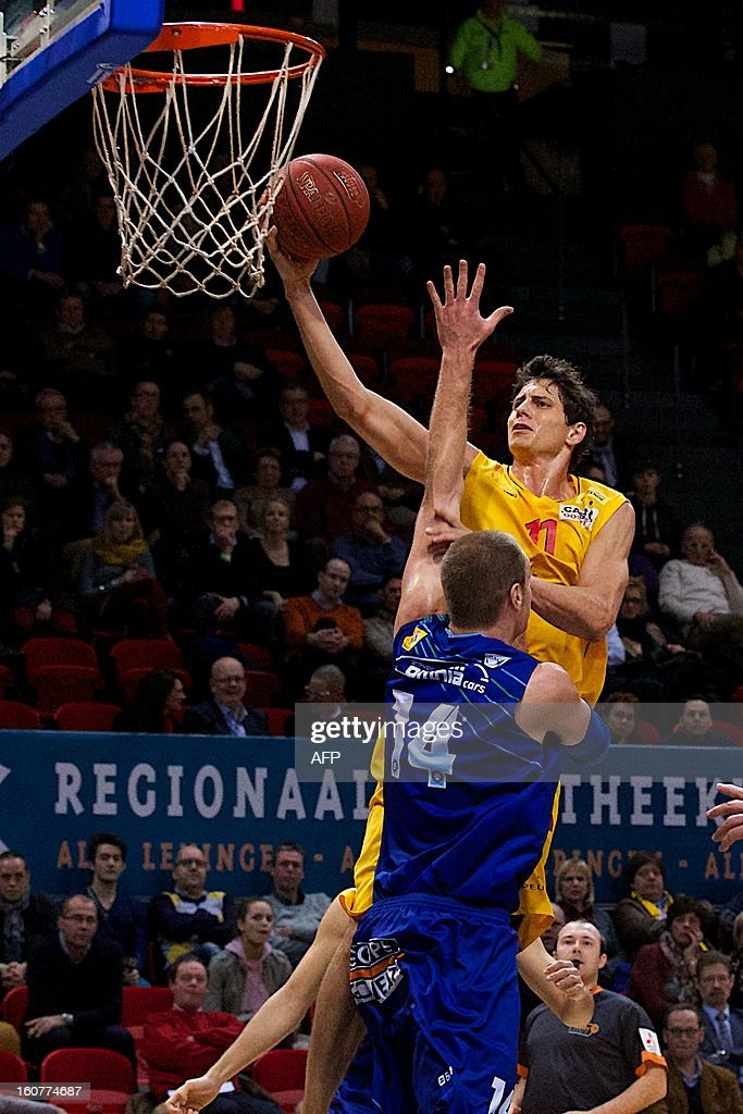 Oostende's Wes Wilkinson and Mons' Brian Qvale fight for the ball during the match between Oostende and Mons-Hainaut, a return game of the semi final of Belgian basket cup, on February5, 2013 in Oostende.