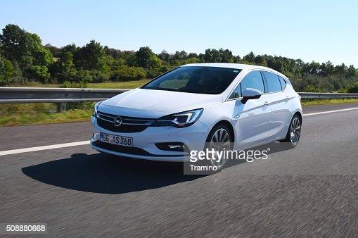 Opel Astra V por la autopista