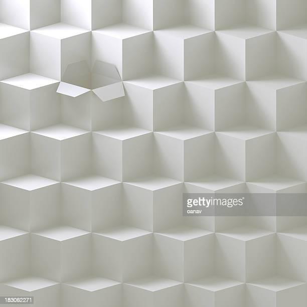Boîte ouverte dans une pile