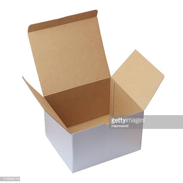 Ouvrez la boîte en carton isolé sur blanc XXXL