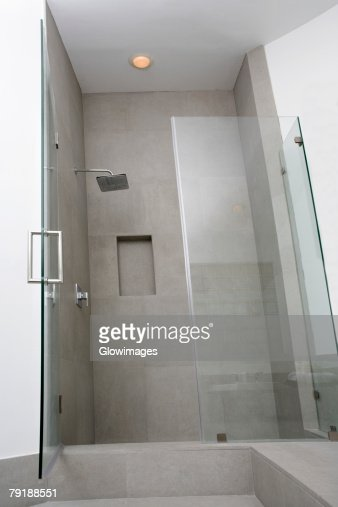 Open door of a bathroom : Foto de stock