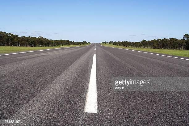Estrada aberta e a linha do horizonte