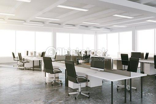 Ufficio spazio aperto stile loft con mobili e grandi for Mobili ufficio stock