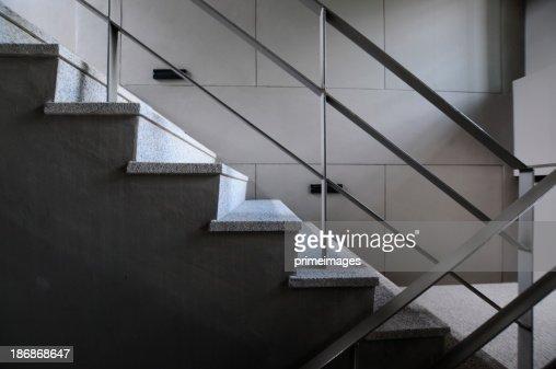 オープンは、モダンなビルの階段
