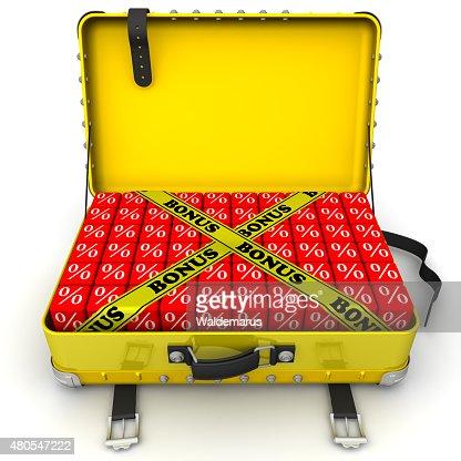 Abierto maleta llena de descuentos. Concepto de finanzas : Foto de stock