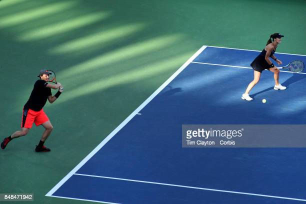 S Open Tennis Tournament DAY TWELVE Martina Hingis of Switzerland and Jamie Murray of Great Britain in action against CoCo Vandeweghe of the United...