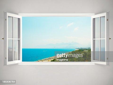 オープンウィンドウの美しい眺め付き