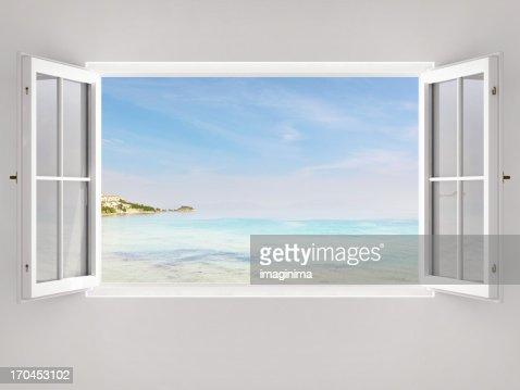 窓を開けると海の眺め