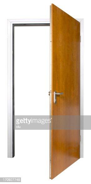 オープンの木製ドアに分離白背景