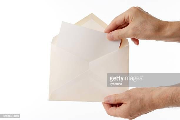 Isolierte Schuss von eröffnete alten Umschlag auf weißem Hintergrund