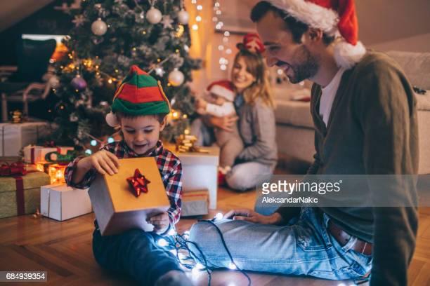 Openen van Kerst presenteert