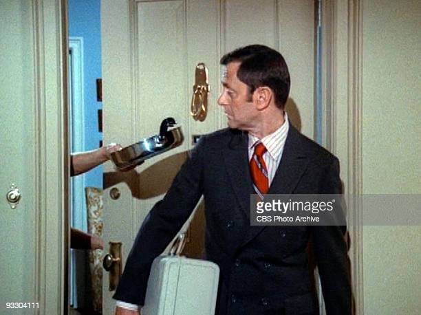 Opening credits for THE ODD COUPLE Tony Randall as Felix Unger Image dated 1971 Image is a screen grab