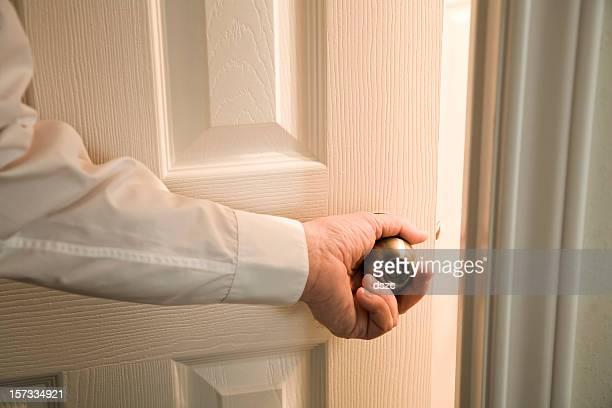 Ouverture de la porte en feu inconnu chambre