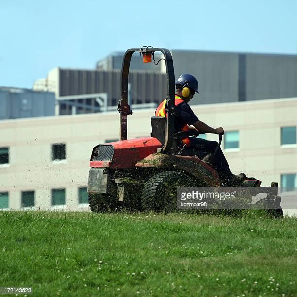 動作乗車刈り機