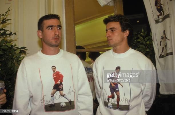 Operation Faitesnous confiance avec Miss Monde Julia Kurotchinka et les footballeurs Eric Cantona et David Ginola le 8 octobre 1993 a Paris France